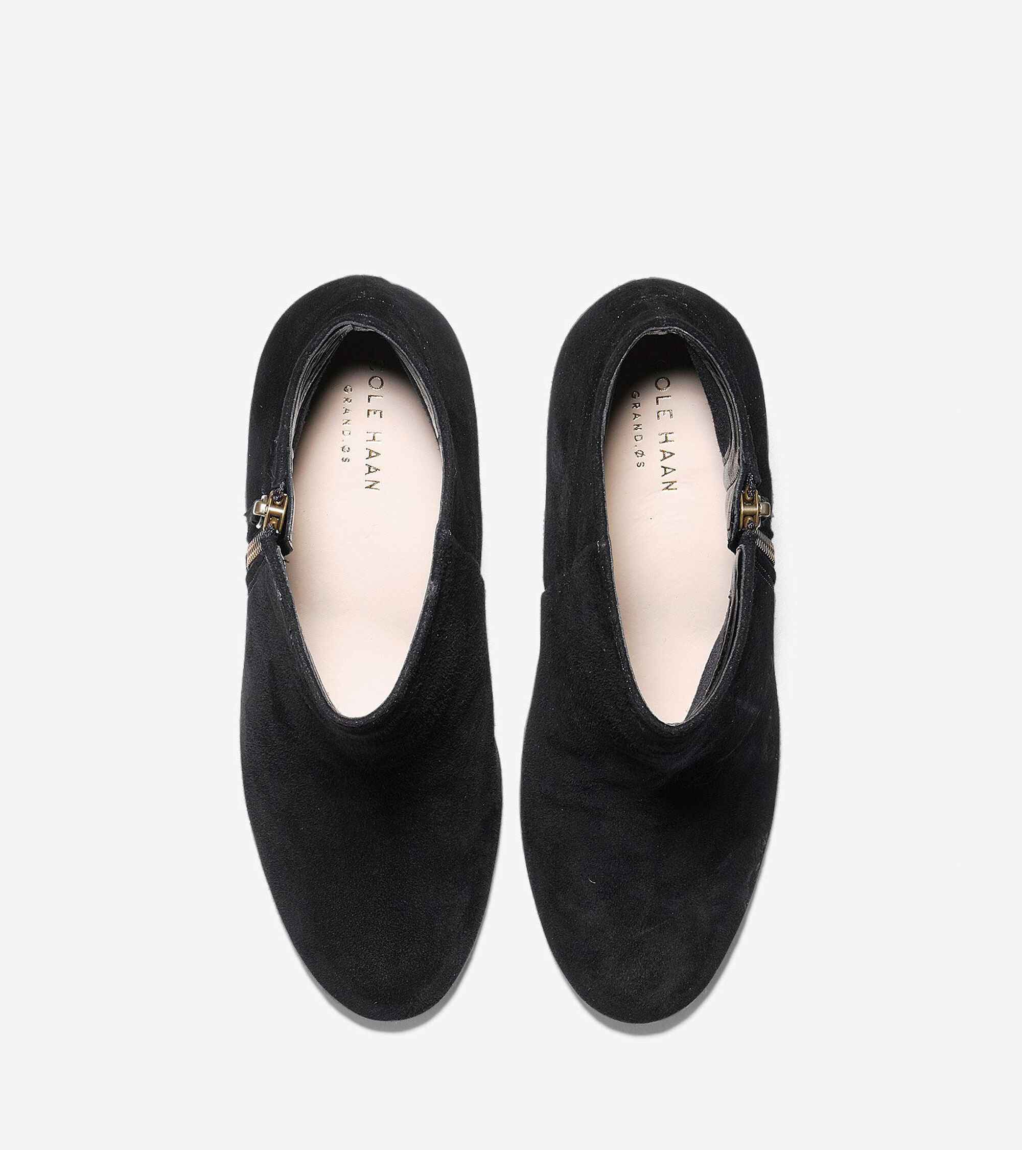 Cole Haan is a global men's and women's footwear and accessories brand that was founded in Chicago in Cole Haan currently has headquarters in both New York City and Greenland, New Hampshire.