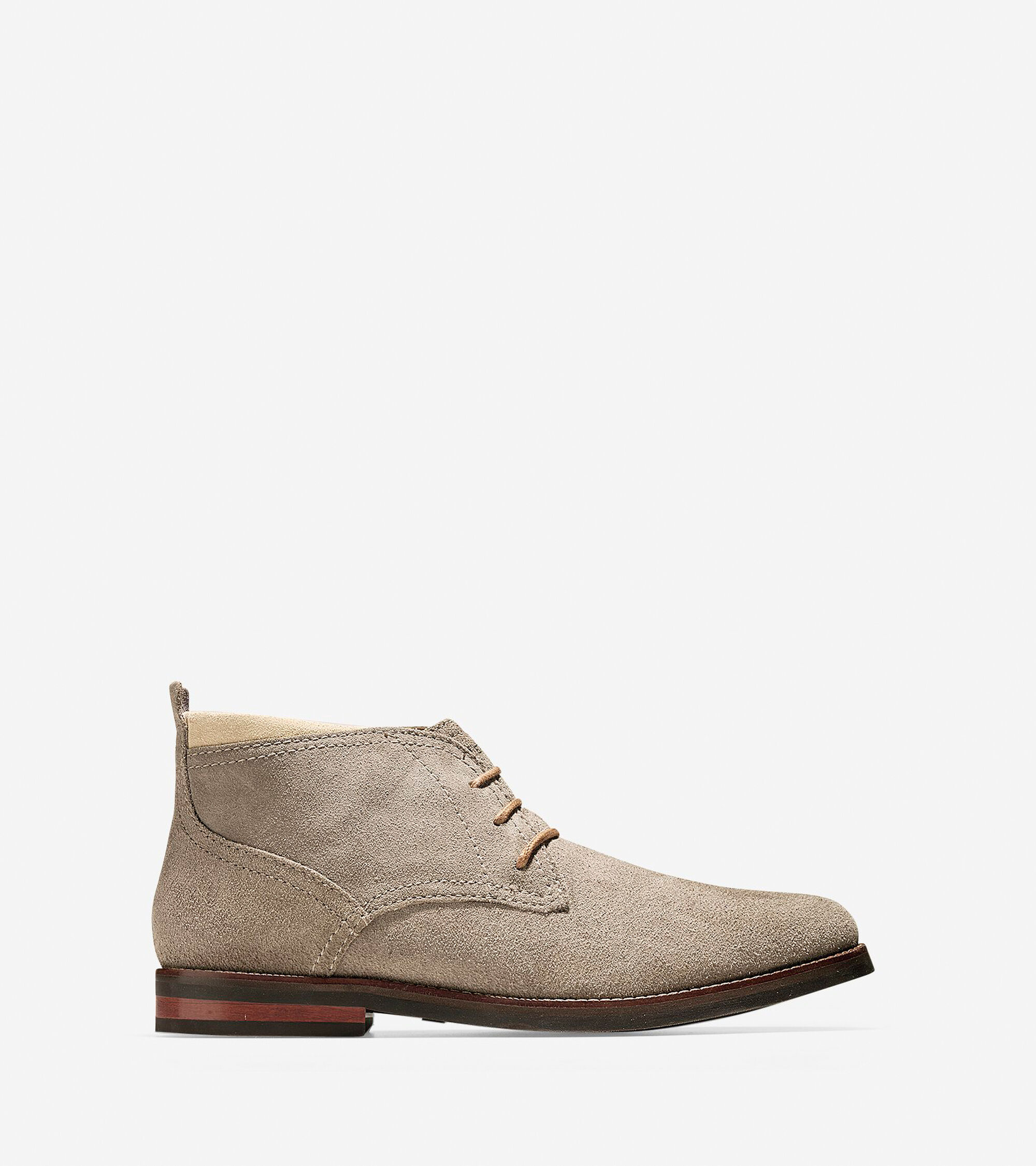 Chukka in rich leather and suede uppers. Partial leather lining. Rubber outsole with texture for extra traction.