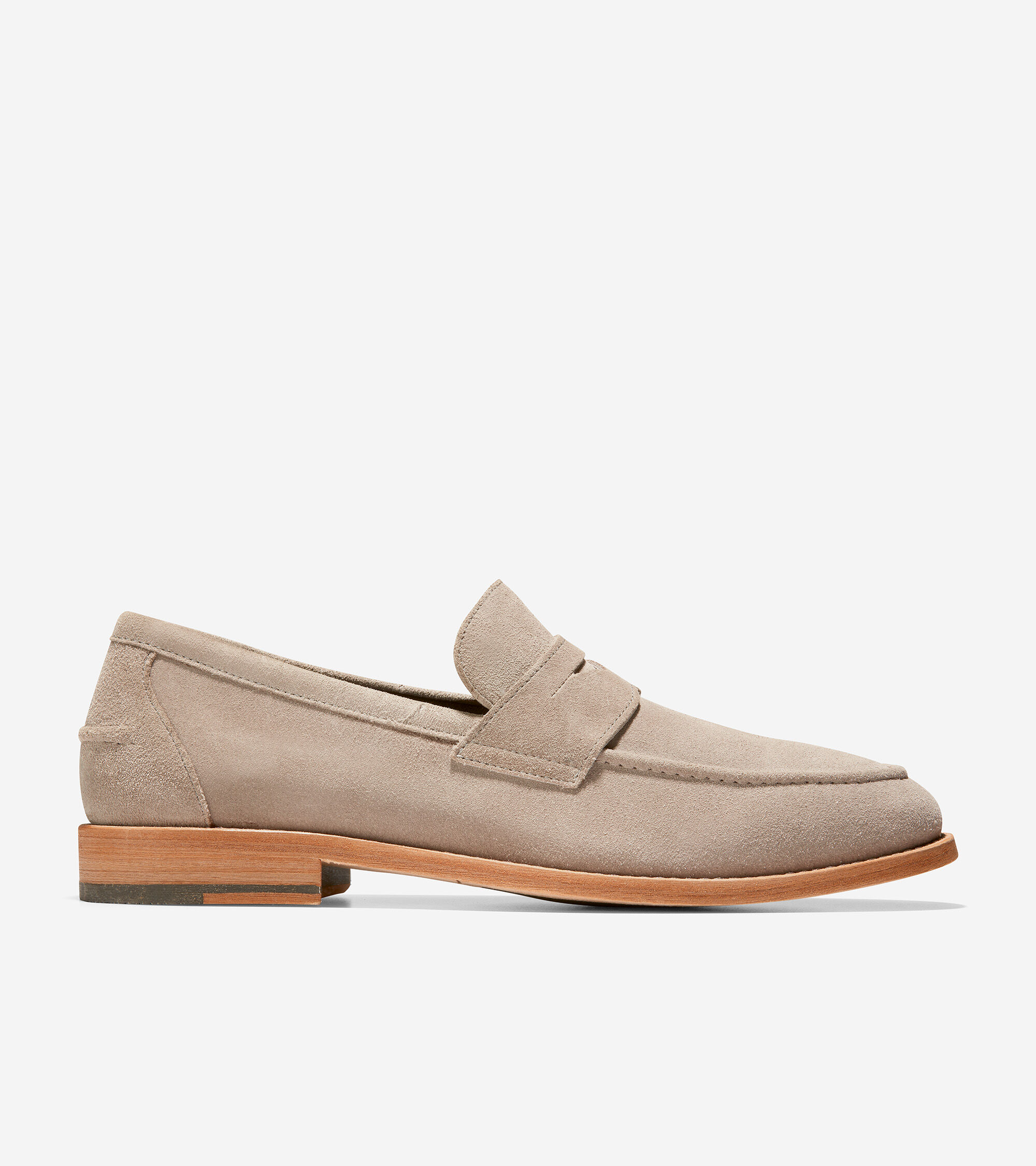 Suede penny loafer. Molded sockliner for comfort and fit. Multi-directional Grand Flex pattern in the forefoot for flexibility. Injected GRANDFØAM for lightweight cushioning and energy return. TPU pods in heel and forefoot for durability and traction.